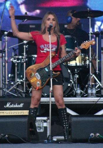 A roqueira Syang também tocou com a banda Defalla, além de ter feito parte do grupo de death metal P.U.S.