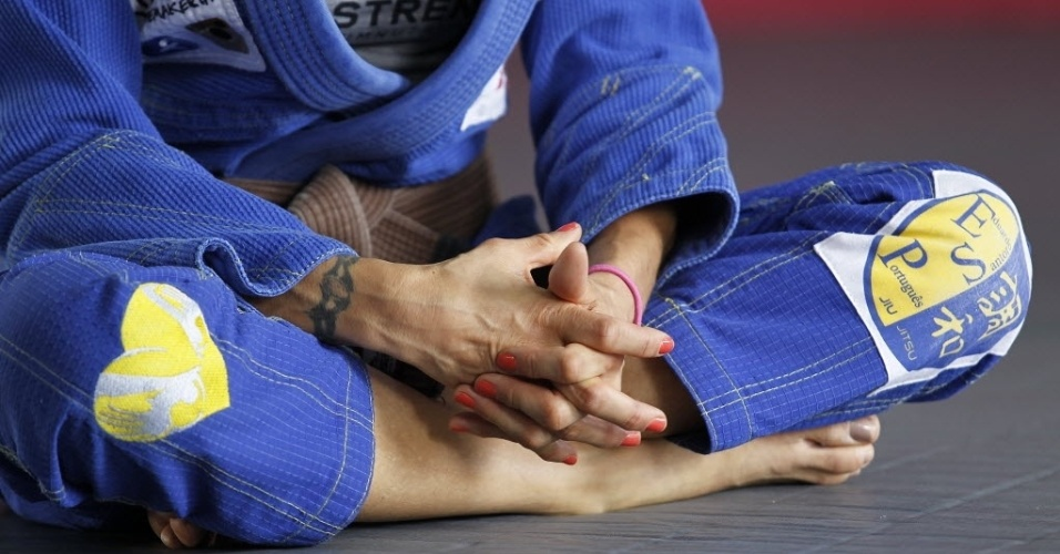 Syang em detalhe: a roqueira tatuada mantém a beleza e o corpo fininho aos 40 anos, parte disso por conta da dedicação ao jiu-jítsu