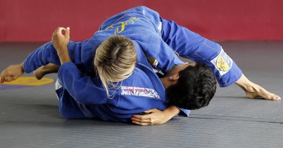 Syang participa de treino de jiu-jítsu na academia em que treina e dá aulas, na Zona Sul de São Paulo