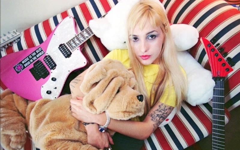 Syang teve sua banda de death metal, chamada P.U.S., em que tocava guitarra e lançou com ela três álbuns e um EP; tocou também com o Defalla e teve carreira solo