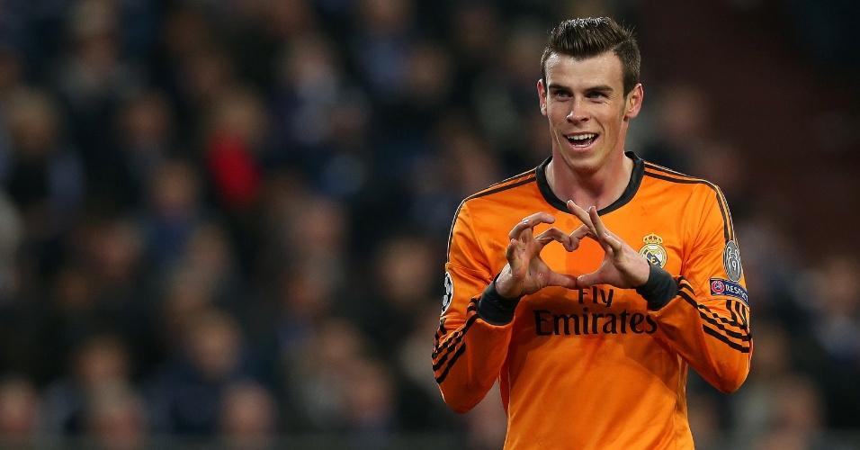 26.fev.2014 - Gareth Bale faz 'coraçãozinho' em comemoração do segundo gol do Real Madrid sobre o Schalke 04, pela Liga dos Campeões