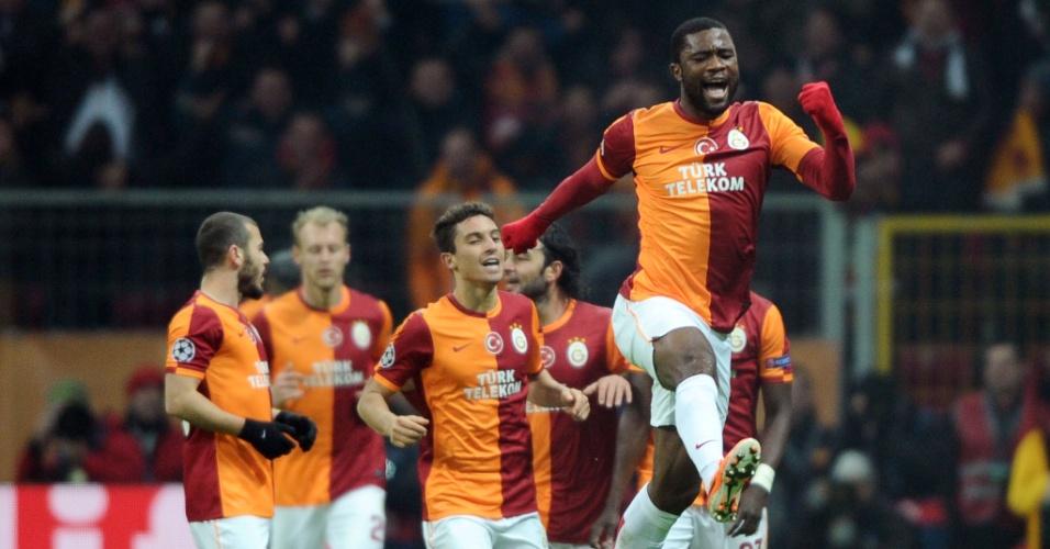 26.fev.2014 - Zagueiro Chedjou vibra com gol de empate do Galatasaray sobre o Chelsea, em Istambul, pelas oitavas da Liga dos Campeões