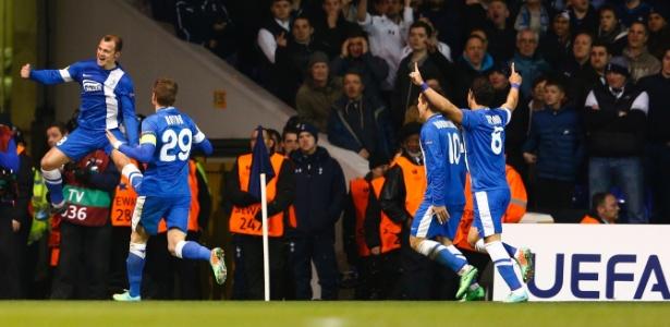 Zozulya comemora gol marcado pelo Dnipro Dnipropetrovsk