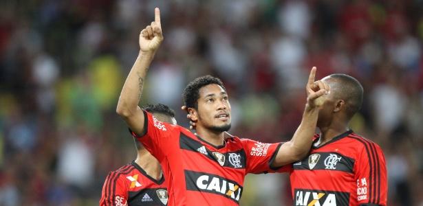 Hernane comemora gol marcado pelo Flamengo sobre o Nova Iguaçu em 2014