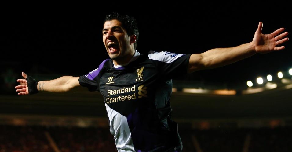 01.mar.2014 - Uruguaio Luís Suárez abre o placar para o Liverpool sobre o Southampton, fora de casa, pelo Campeonato Inglês