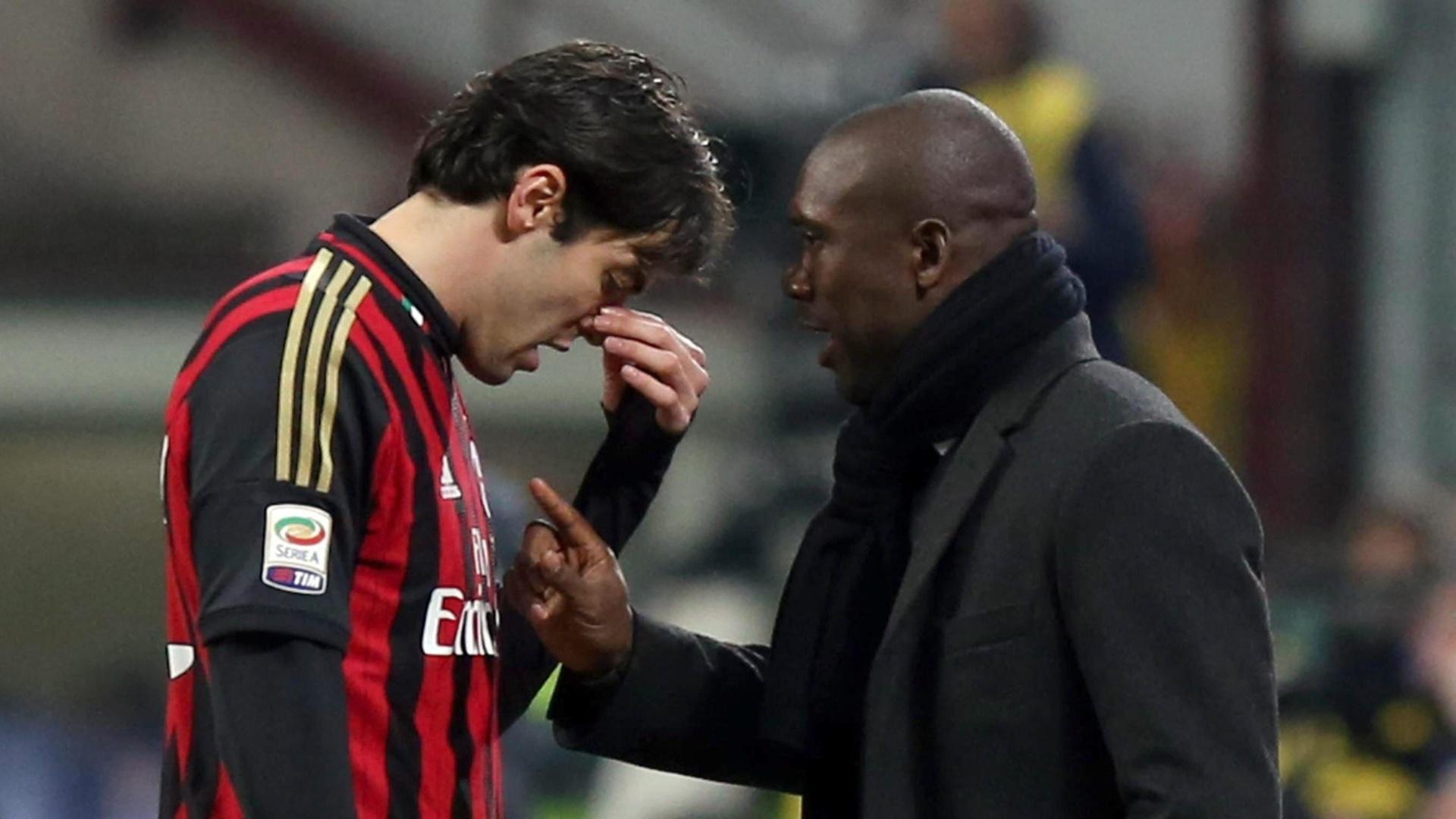 02.mar.2014 - Kaká recebe instruções do técnico Clarence Seedorf, no duelo entre Milan e Juventus, disputado no estádio San Siro, em Milão