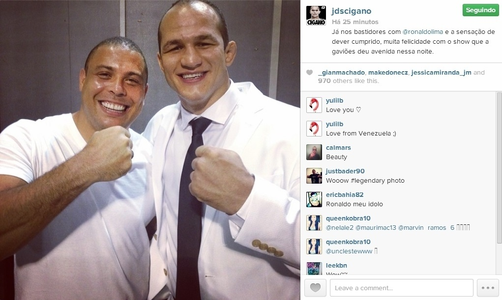 Lutador Junior Cigano posta foto ao lado de Ronaldo após desfile da Gaviões da Fiel, que homenageou o ex-atacante; Cigano desfilou pela escola no Sambódromo