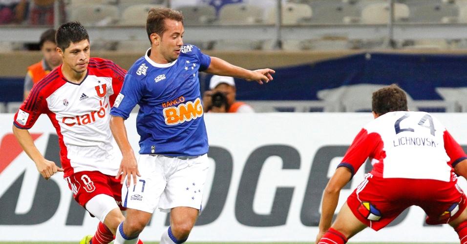 25 fev. 2014 - Meia Everton Ribeiro durante goleada do Cruzeiro sobre a Universidade de Chile, por 5 a 1, pela Libertadores