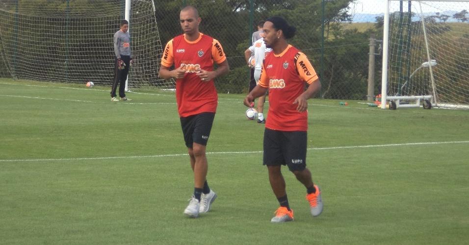 Diego Tardelli e Ronaldinho Gaúcho, do Atlético-MG, fazem atividade na Cidade do Galo (3/3/2014)