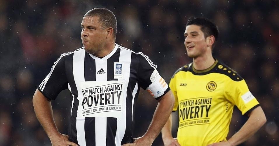04.mar.2014 - Capitão da equipe, Ronaldo lamenta lance perdido na partida