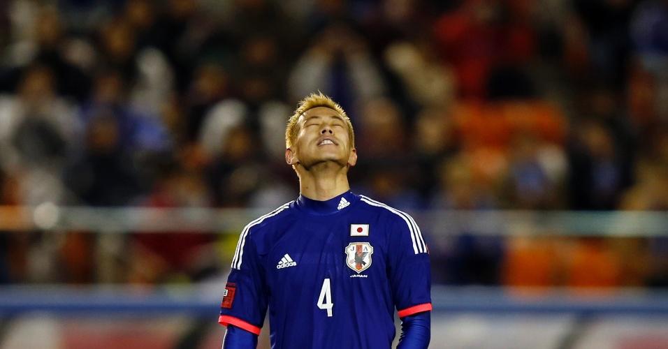 05.03.2014 - Honda se lamenta durante a vitória do Japão sobre a Nova Zelândia por 4 a 2