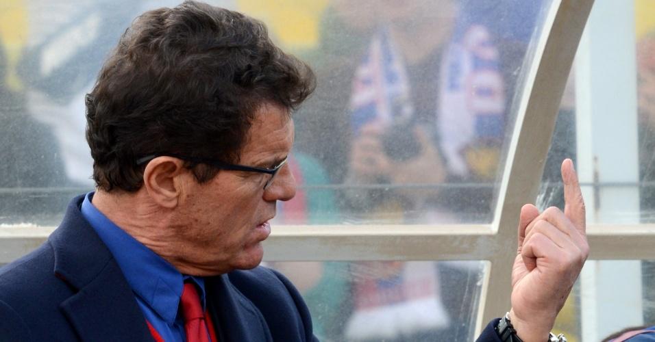 05.03.2014 - Técnico italiano Fabio Capello, que comanda a Rússia, passa instruções para sua equipe no jogo amistosos preparatório para Copa do Mundo