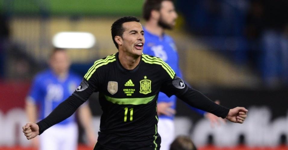 05.mar.2014 - Atacante Pedro comemora após abrir o placar para a Espanha no amistoso contra a Itália, disputado em Madri; espanhois venceram por 1 a 0