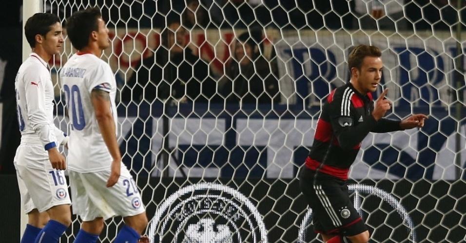 05.mar.2014 - Goetze comemora após marcar para a Alemanha no amistoso contra o Chile