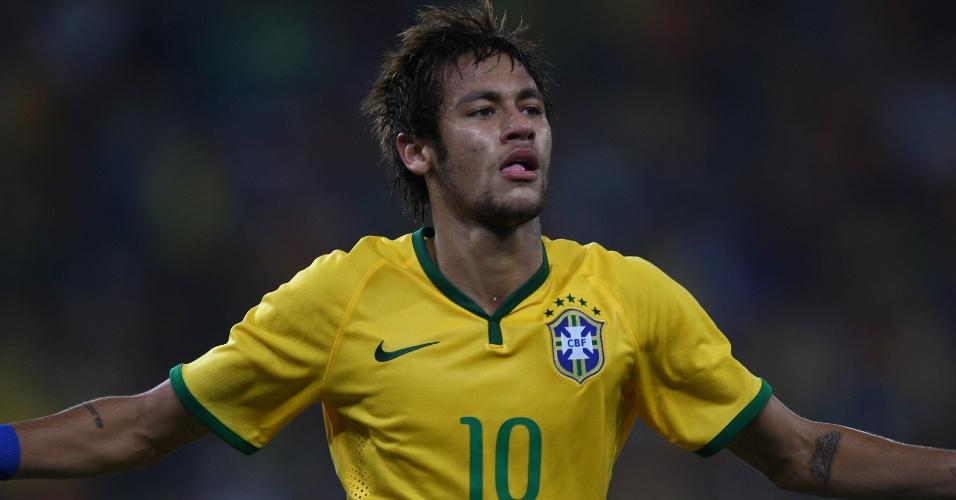 05.mar.2014 - Neymar comemora após marcar o segundo do Brasil no amistoso contra a África do Sul