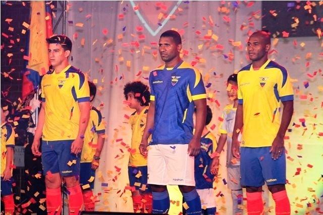 Federação Equatoriana de futebol apresenta uniforme da sua seleção para a Copa do Mundo