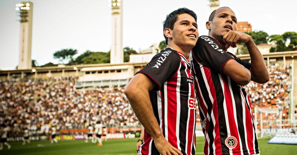 09/03/2014 - Luis Fabiano e Osvaldo comemoram o segundo gol do São Paulo na vitória contra o Corinthians