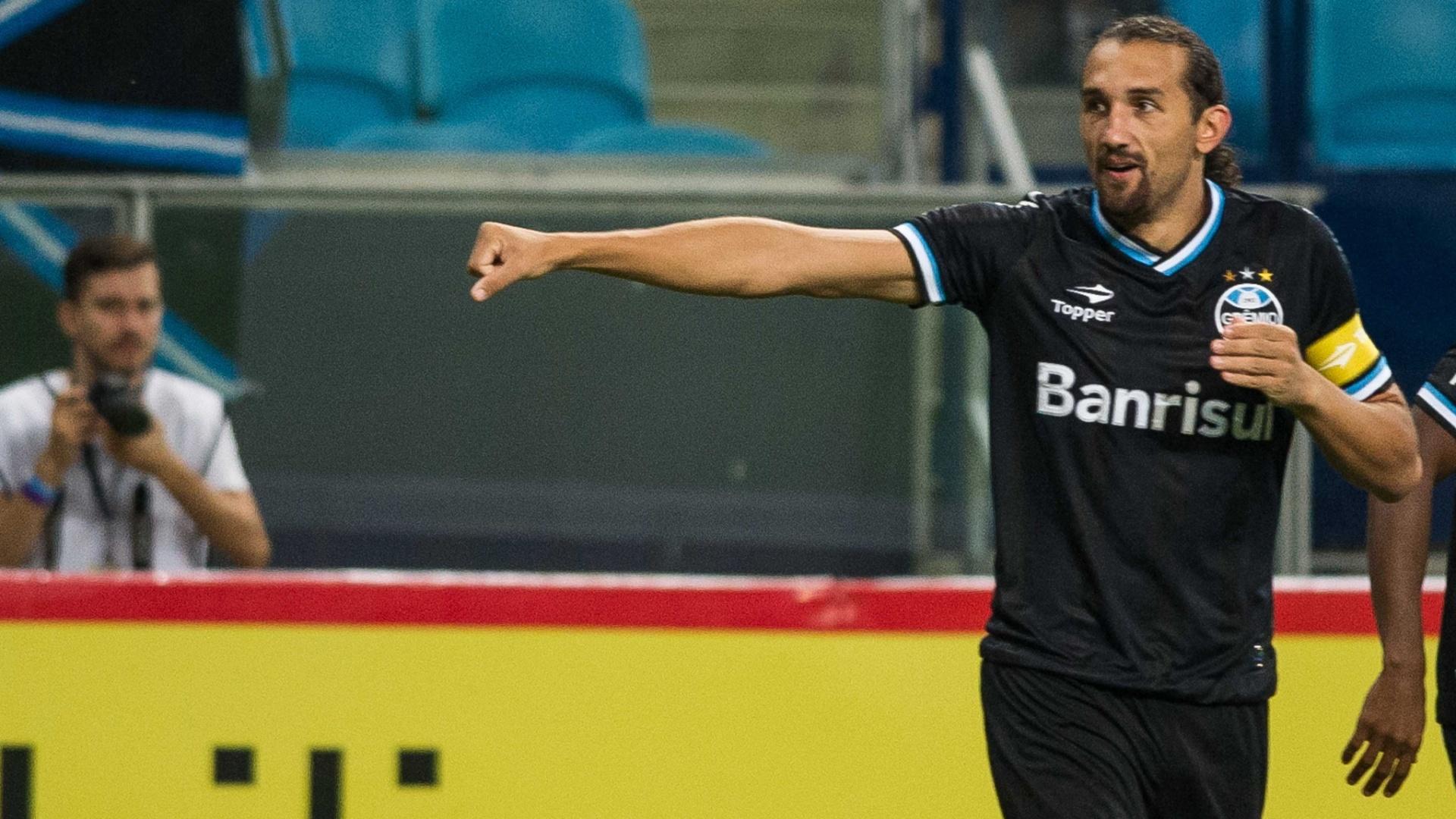 09.mar.2014 - Argentino Barcos comemora após marcar seu segundo gol no jogo contra o Passo Fundo, pelo Gaúchão