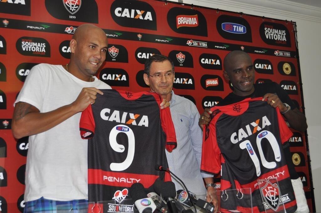 Atacante Souza e meia Hugo são apresentados como novos reforços do Vitória