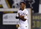 Após 1º gol como profissional, revelação santista renova contrato até 2016