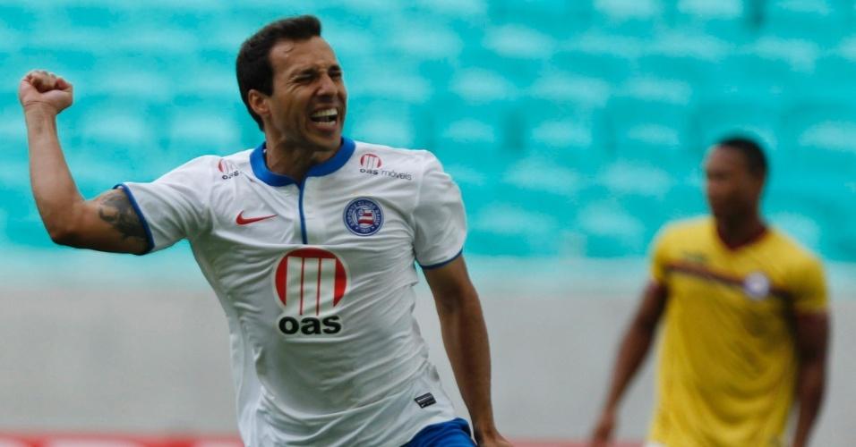 09.mar.2014 - Meia Branquinho comemora gol do Bahia contra o Jacuipense