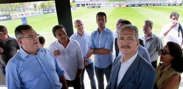 Aldo Rebelo, ministro do Esporte, em visita ao CT; Corinthians negociou esquema especial com o Irã