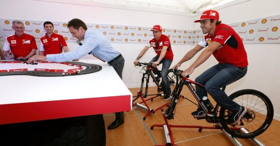 Fernando Alonso e Kimi Raikkonen participam de evento promocional da Ferrari na Austrália. Domingo tem estreia da F1