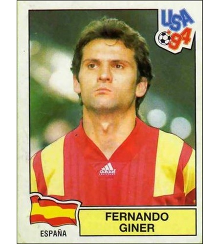 Fernando Giner - Espanha 1994: Os espanhóis posaram para o álbum fora de jogo, mas usando a camisa da seleção. Giner faltou no dia e sua imagem teve que ser colada na camisa para imitar que ficasse iguais aos seus companheiros.