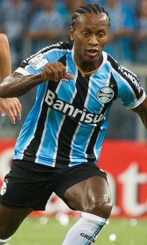13.03.14 - Zé Roberto faz jogada pelo Grêmio na partida contra o Newell's pela Libertadores