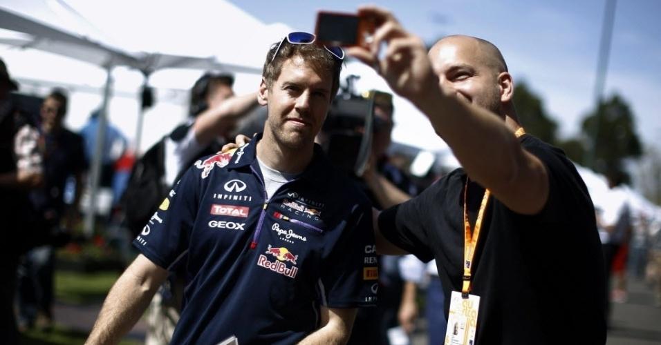 Vettel atende fã no circuito em Melbourne