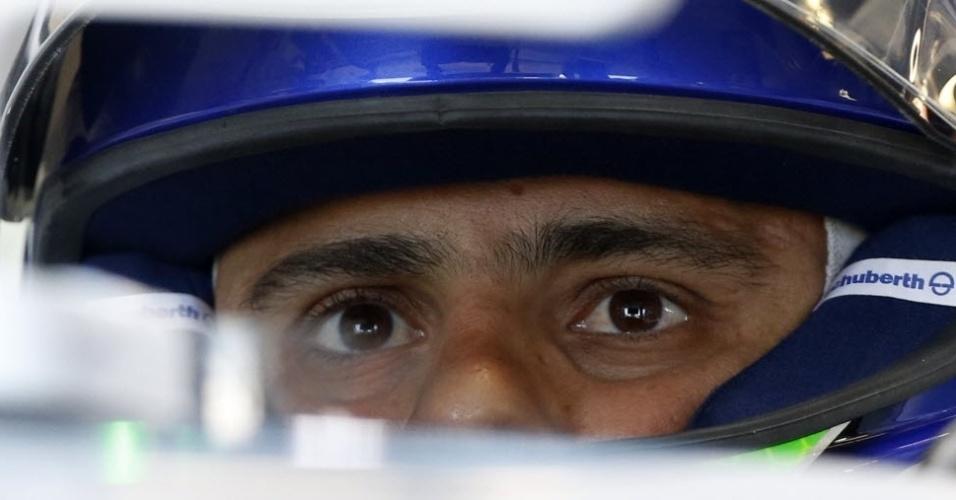 14.03.14 - Felipe Massa dentro de seu carro antes de participar de seu primeiro treino livre na Austrália pela Williams