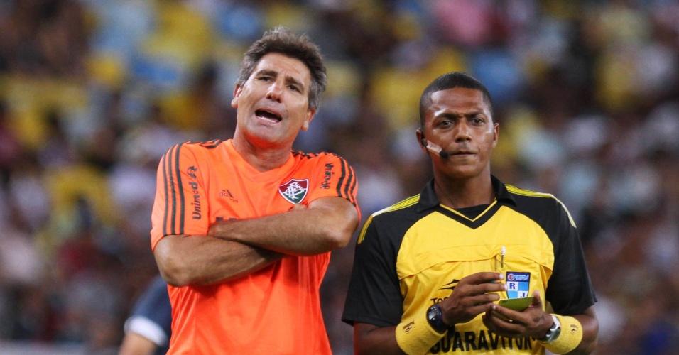 16.03.14 - Renato Gaúcho reclama da arbitragem em jogo entre Fluminense e Vasco pelo Campeonato Carioca