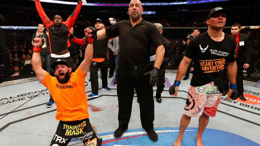 16.03.2014 - Johny Hendricks vibra ao ser anunciado como novo campeão dos meio-médios do UFC - Josh Hedges/Zuffa LLC