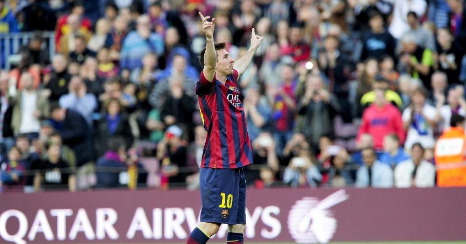 16.mar.2014 - Messi agradece à torcida após marcar o 371º gol pelo Barcelona