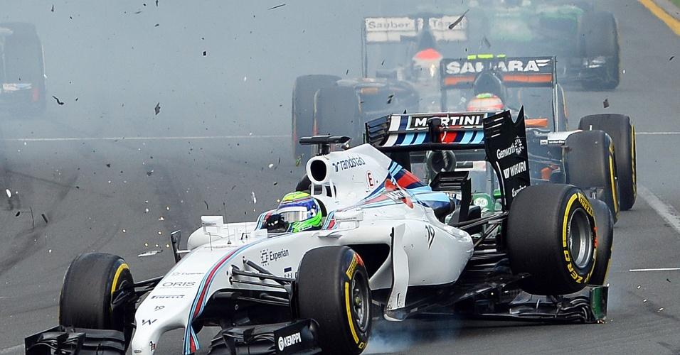 Batida de Kamui Kobayashi chegou a levantar a traseira do carro de Felipe Massa