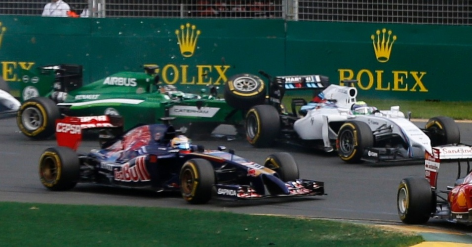 Erro de Kamui Kobayashi custou a permanência de Felipe Massa na corrida
