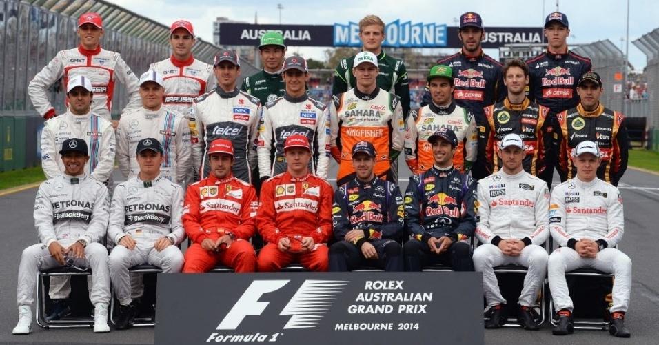 Pilotos postam para tradicional foto na abertura da Fórmula 1