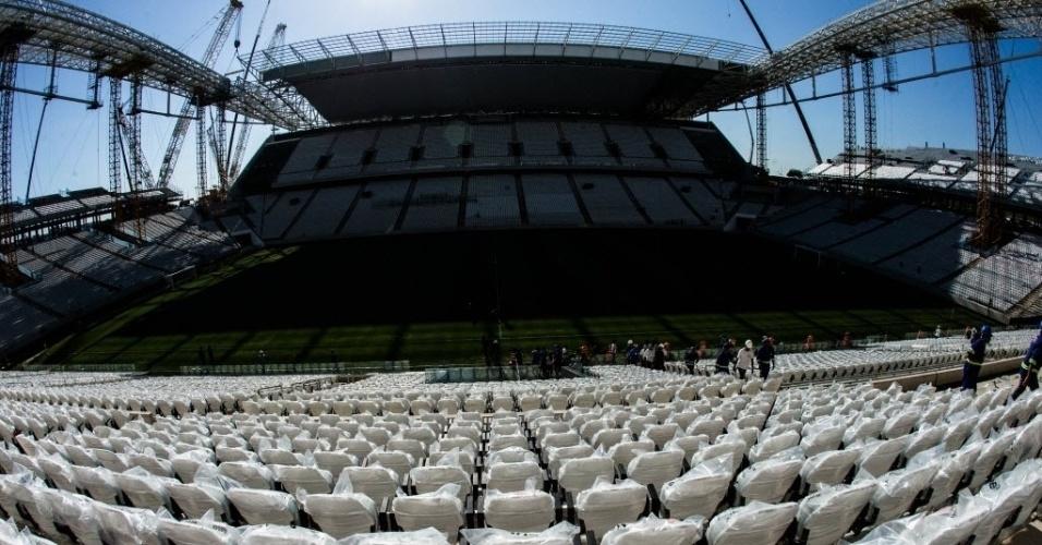 Da cadeira acolchoada, a visão que os torcedores do Corinthians terão dos gramados do Itaquerão
