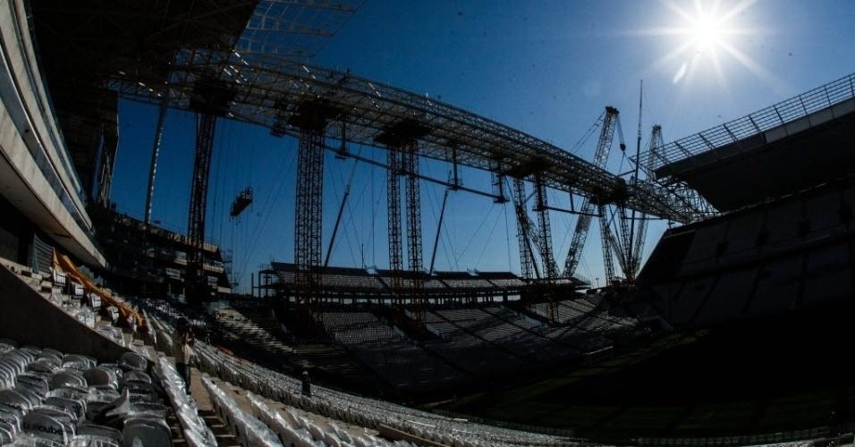 Visão lateral mostra as arquibancadas móveis que estão sendo colocadas apenas para a disputa da Copa do Mundo no Itaquerão