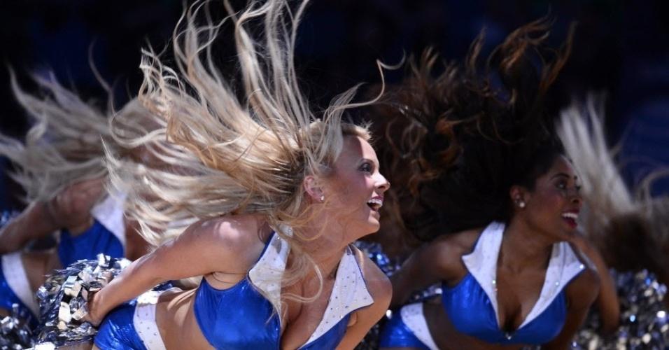 17.03.14 - Cheerleaders mostram o gingado no duelo entre Dallas Mavericks e Boston Celtics