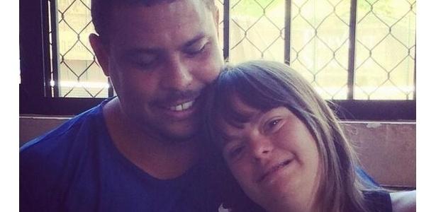 Ronaldo publicou nesta terça-feira foto ao lado de menina com síndrome de down