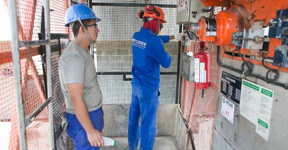 Elevadores ajudam as obras do estádio do Palmeiras
