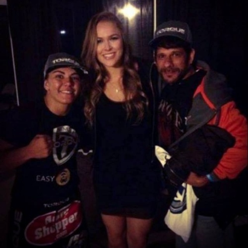 Jéssica Andrade se encontra com Ronda Rousey nos bastidores do UFC 171 e mostra lado fã da campeã