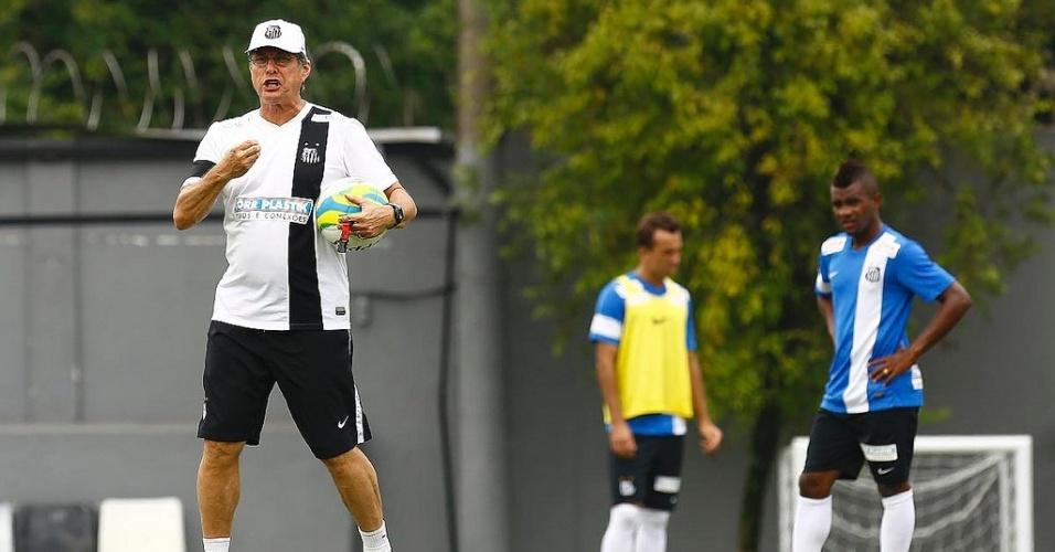 Oswaldo de Oliveira está insatisfeito com o sistema defensivo do Santos no Campeonato Paulista