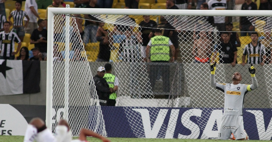 18.03.14 - Jeferson reza após vitória do Botafogo sobre o Independiente Del Valle pela Libertadores