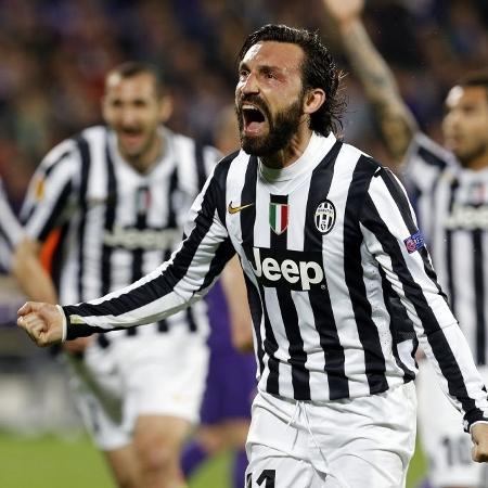 Pirlo comemora após marcar para a Juventus na partida contra a Fiorentina, pela Liga Europa - REUTERS/Giampiero Sposito