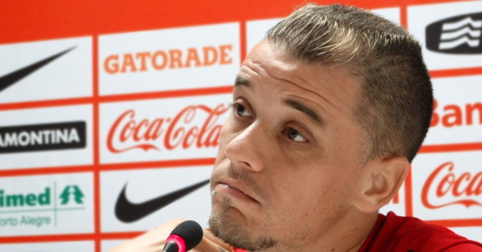 20.mar.2014 - D'Alessandro minimiza mudança no local do jogo das quartas de final do Gauchão
