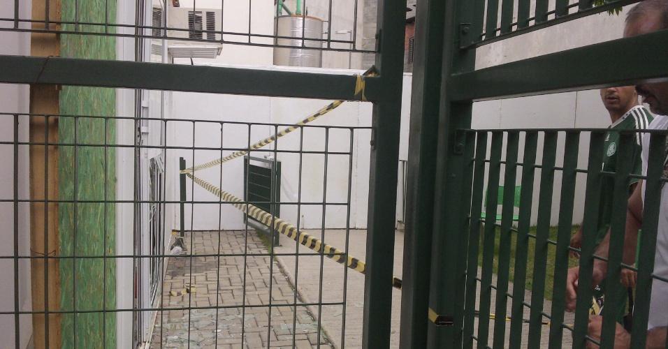 Área depredada da sede de sócio-torcedor do Palmeiras é isolada