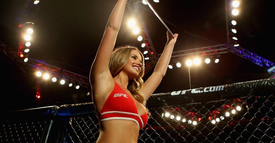 Kahili Blundell, ring girl do UFC na Austrália, participa do evento de Brisbane, em dezembro de 2013
