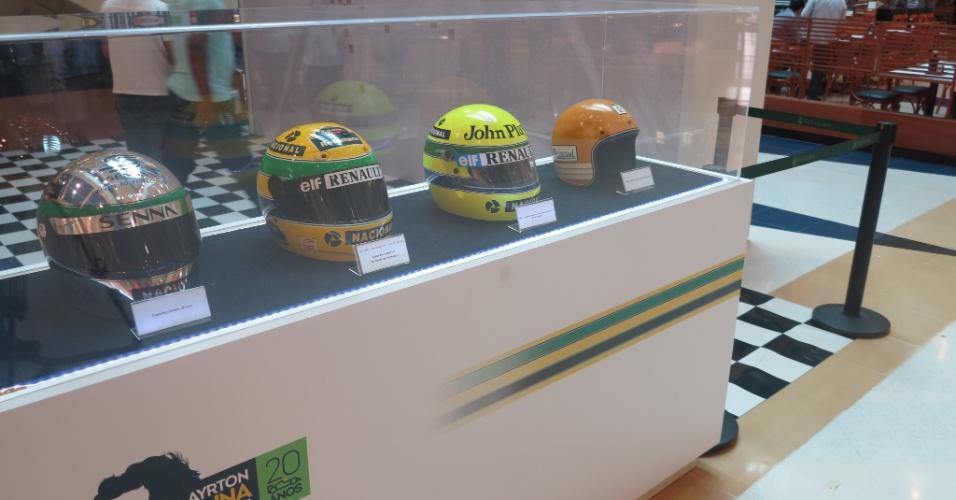 Exposição no shopping Villa Lobos, em São Paulo, retrata período de Ayrton Senna na Lotus. Foi na equipe que ele conquistou sua primeira vitória na Fórmula 1, em Portugal, em 1985. Senna morreu em 1994 após acidente no GP de Ímola